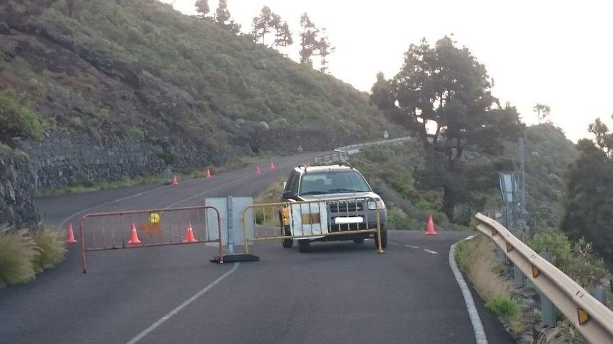 Carretera de Las Indias (LP-209) cerrada al tráfico por desprendimientos en la curva del Toscón.