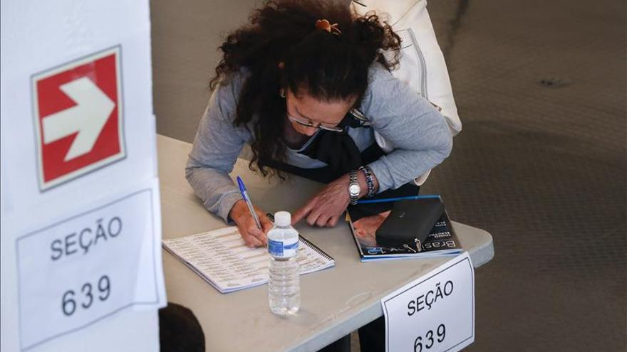 Liberación de recursos garantiza elecciones electrónicas en Brasil en 2016