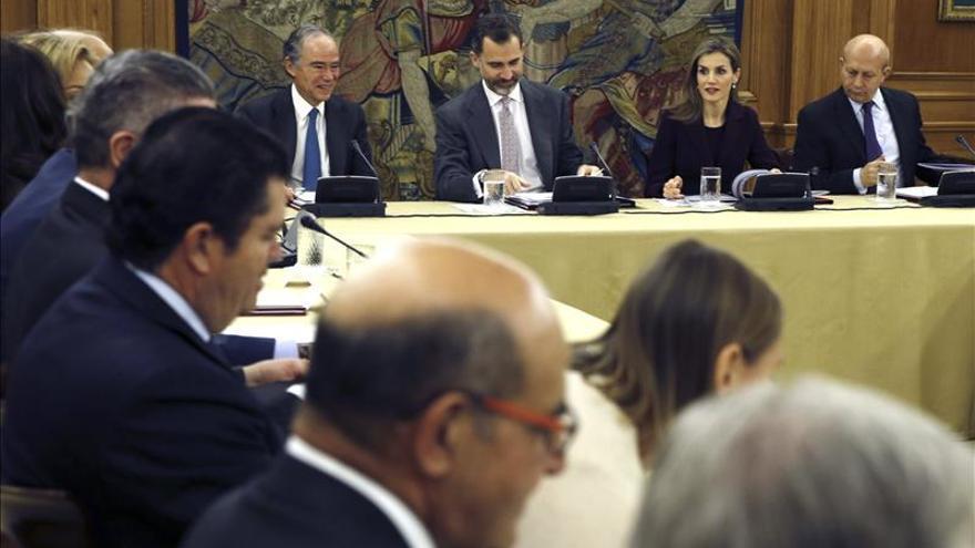 El Rey elogia al Teatro Real por fortalecer la identidad colectiva de los españoles
