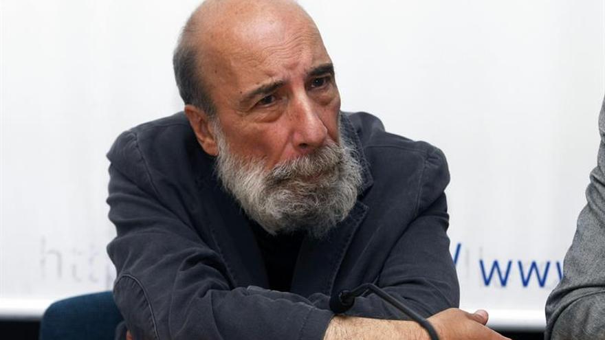Poeta chileno Raúl Zurita gana el Premio Iberoamericano Poesía Pablo Neruda