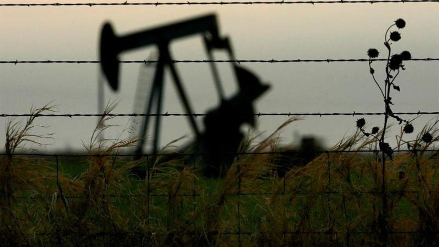 El crudo de Texas cae un 2,43 %, hasta 55,40 dólares, pese a crisis de Irán