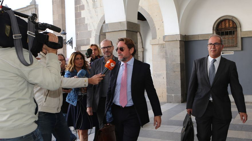 El juez Salvador Alba a su salida del TSJC (ALEJANDRO RAMOS)
