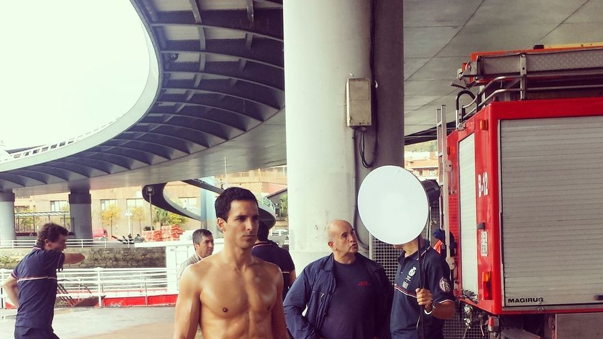 Sesión de fotos para un calendario de bomberos en Bilbao