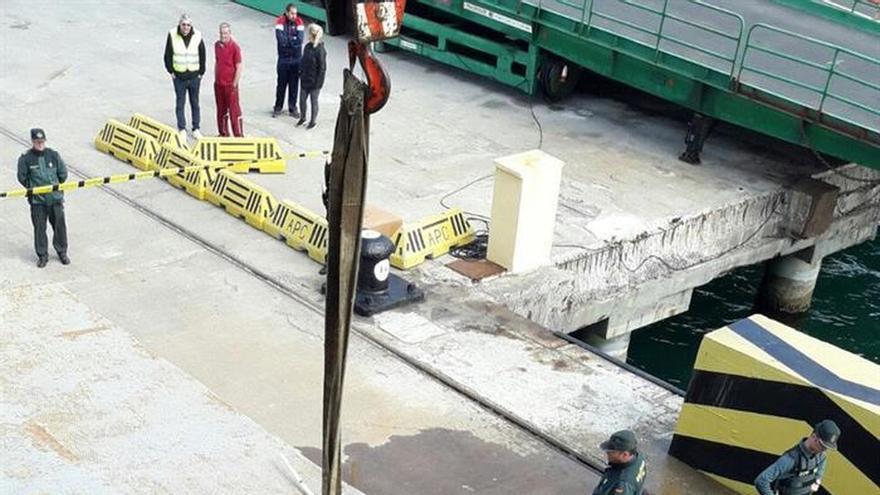 Muere al caer con su vehículo al agua cuando salía de un barco en Ceuta