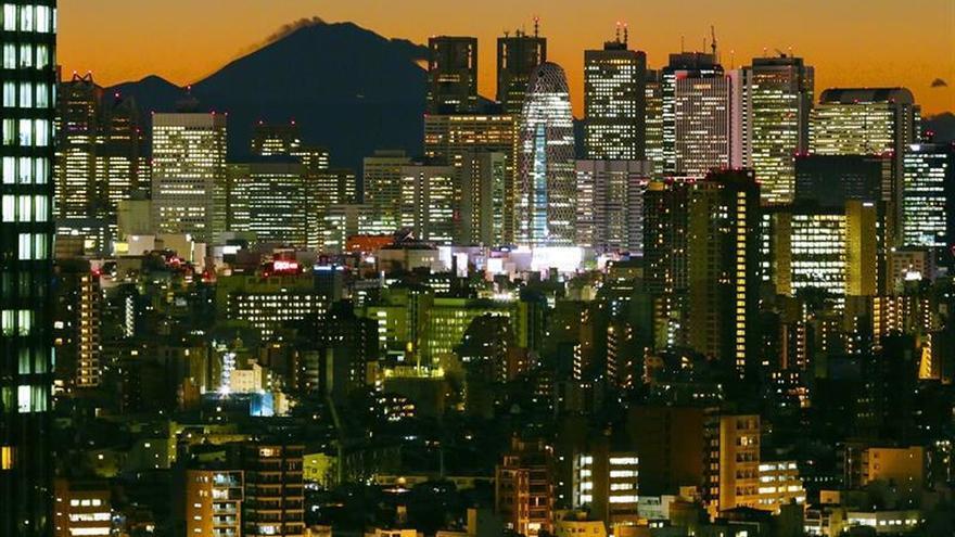 El Primer ministro nipón busca aplazar la subida del IVA hasta octubre de 2019