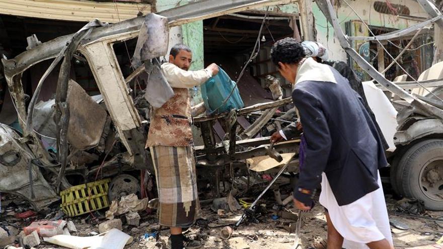 Mueren 11 miembros de las fuerzas yemeníes en un ataque por error de la coalición árabe