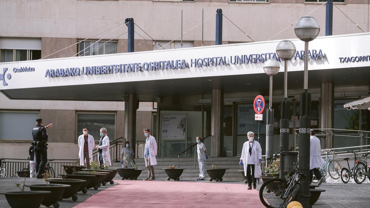 Entrada del hospital de Txagorritxu, en Vitoria