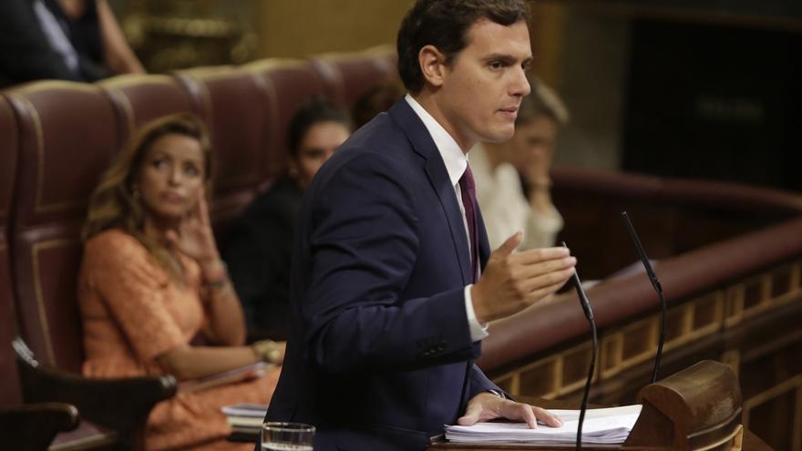 """Rivera rechaza un Gobierno PSOE-Podemos y pide a Sánchez sumarse a """"poner condiciones al PP y controlar al Gobierno"""""""