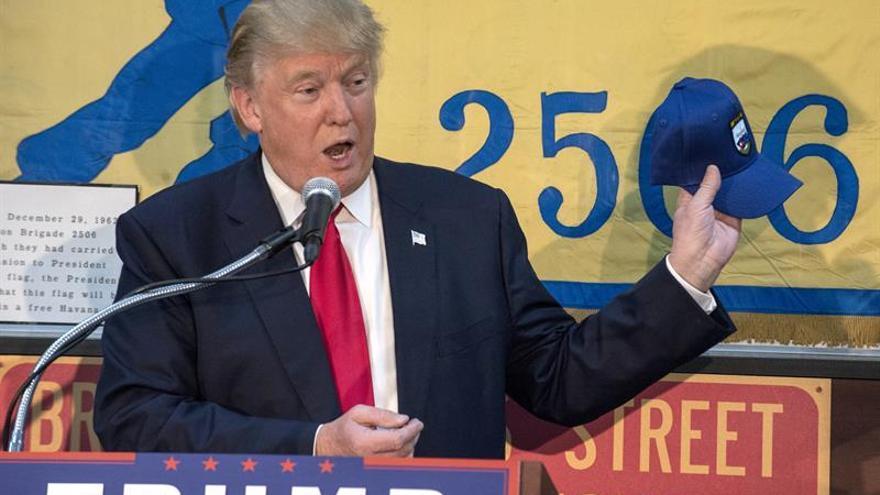 Trump pide a los latinos y a los negros que le den el vital triunfo en Florida