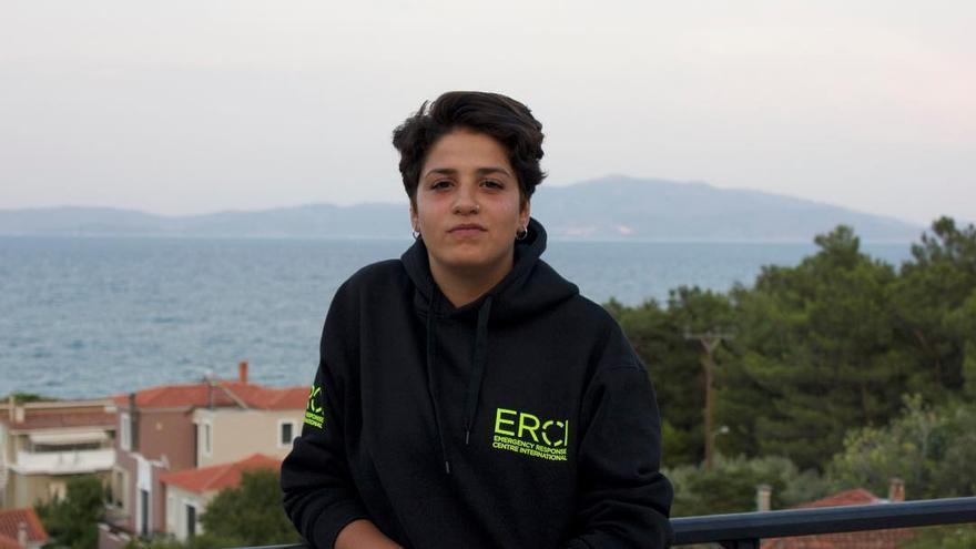 Sara Mardini, en Lesbos, días antes de ser detenida en el aeropuerto cuando se disponía a regresar a Alemania.