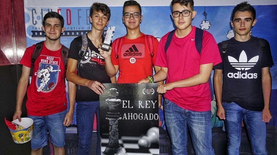 El grupo de alumnos de cuarto de la ESO de La Palmita que ha realizado el corto 'El Rey ahogado'.