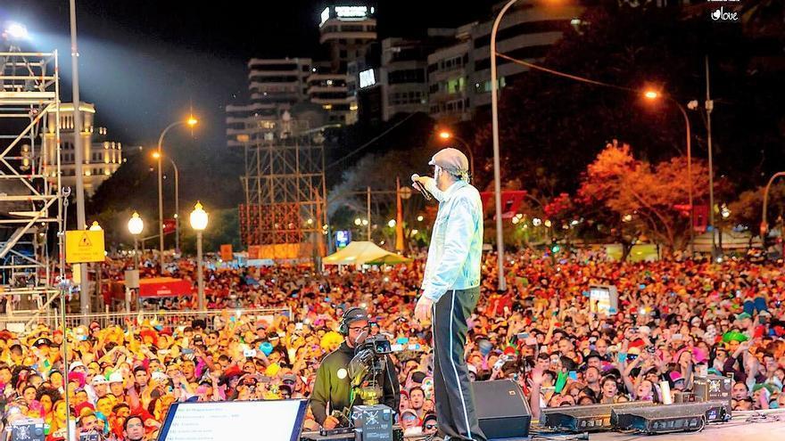 Juan Luis Guerra atrajo a gran número de seguidores y fue la estrella de la noche en su concierto de 20.00 a 22.00