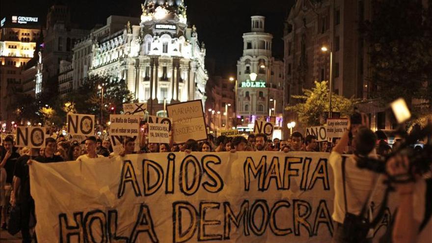 """El 15M sale a la calle en Madrid bajo el lema """"Fuera mafia, hola democracia"""""""