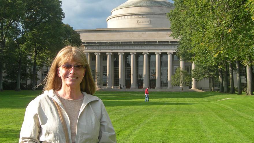 La investigadora en el MIT, el centro en el que enseñó a diseñar chips fácilmente (2008)
