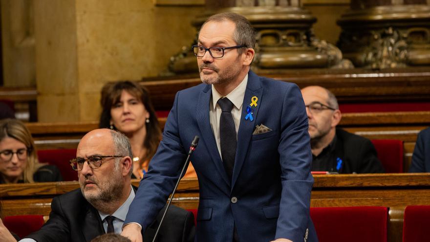 Archivo - El diputado de Junts per Catalunya, Josep Costa, durante una intervención desde su escaño en el pleno del Parlament (Archivo)