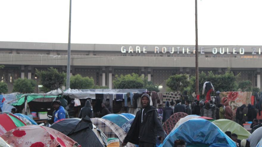 Cerca de 2.000 personas de origen subsahariano malviven en este campamento improvisado en Casablanca