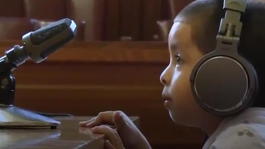 Captura de pantalla de un vídeo elaborado por Now This para denunciar la situación de estos niños sin abogado