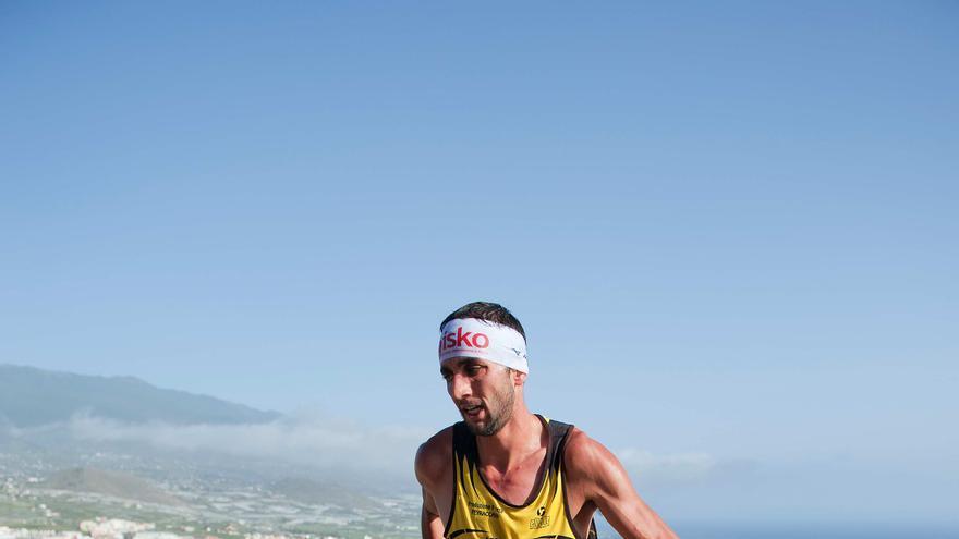 En la imagen, el italiano Bernard Dematteis durante el recorrido del Kilómetro Vertical, este jueves.