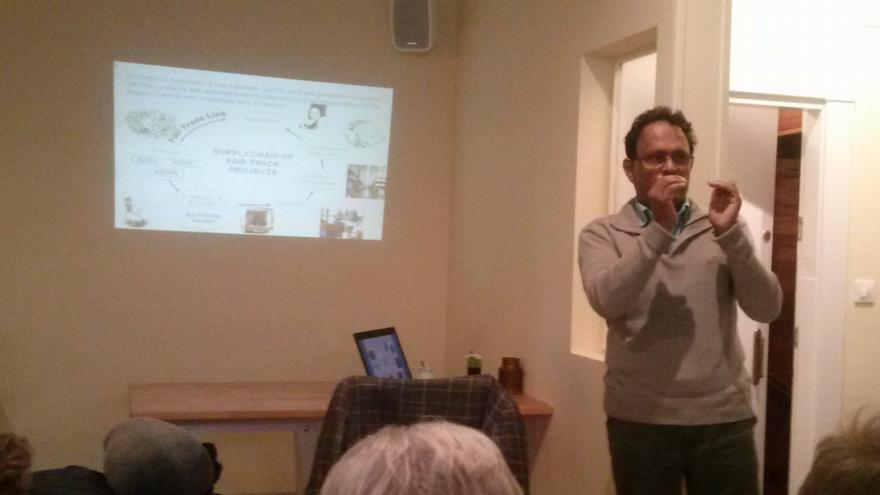 Sarath Ranaweer en Vitoria durante su charla acerca del comercio justo