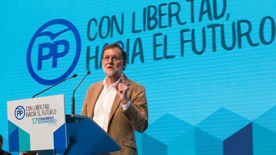 """Rajoy exige a la oposición dejar de """"insultar"""" a las víctimas por la prisión permanente"""