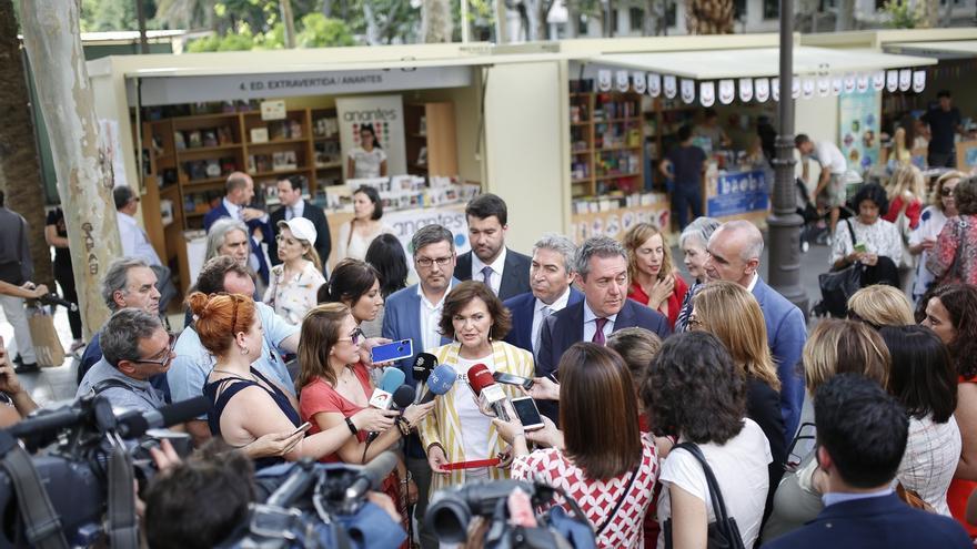 """Carmen Calvo reivindica la lectura en la apertura de la Feria del Libro: """"Leer representa siempre viajar"""""""