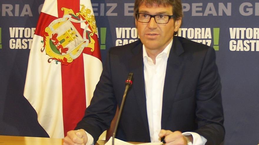 """El alcalde de Vitoria respetará los resultados de las consultas ciudadanas sobre temas """"estratégicos"""""""