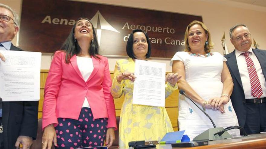 Firma del convenio de realojo de los vecinos de Ojos de Garza.