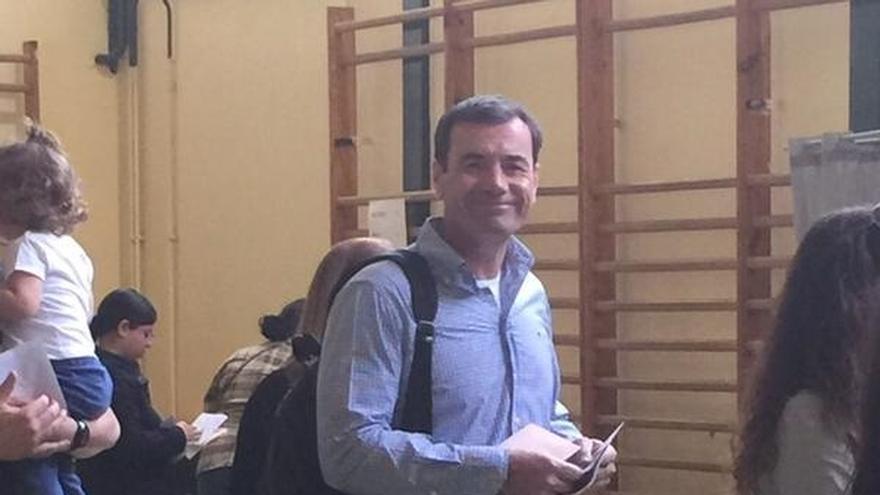Tomás Gómez vota por primera vez sin ser candidato desde 1999