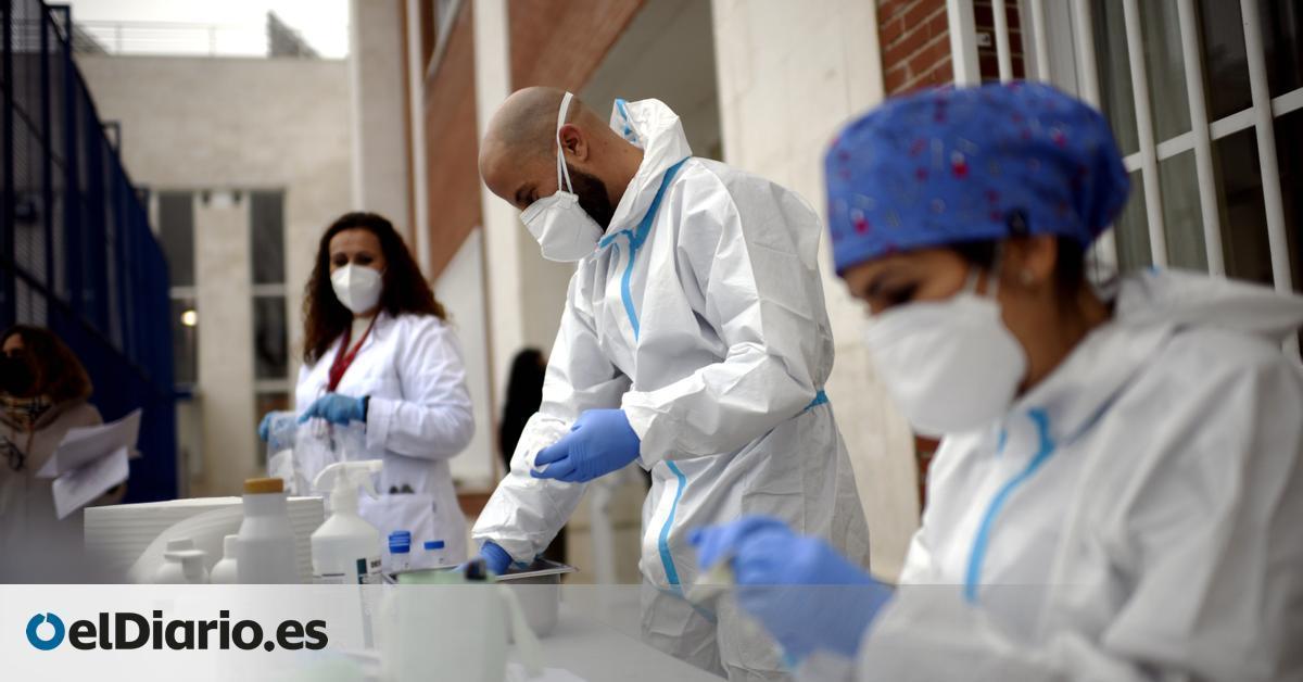 Image La presión hospitalaria obliga a Andalucía a atender en domicilios y a trasladar de provincia a pacientes de las zonas más saturadas