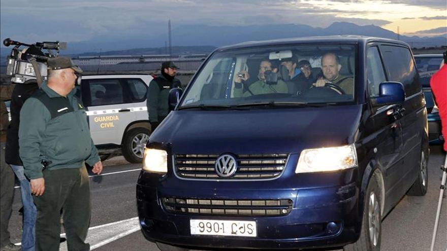 Miren Josune Onaindia y Joseba Iñaki Zugadi abandonan la cárcel de Murcia II
