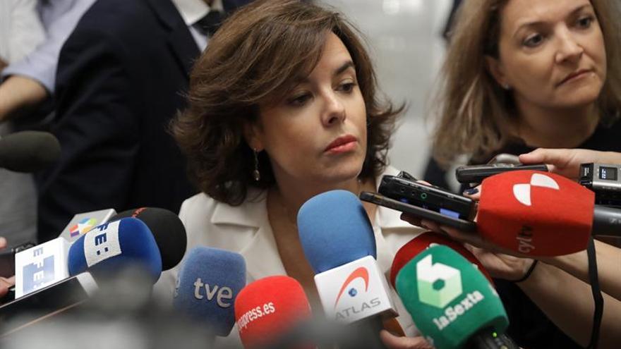 La vicepresidenta acusa a la Generalitat de Cataluña de presionar a funcionarios y medios de comunicación por el referéndum