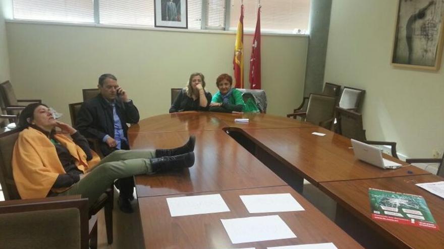 Los profesores encerrados en el edificio de la Consejería de Educación de Madrid desde el martes