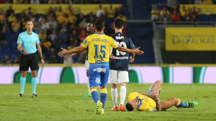 El jugador de la UD Las Palmas, Roque Mesa, en el encuentro contra el Málaga (ALEJANDRO RAMOS)