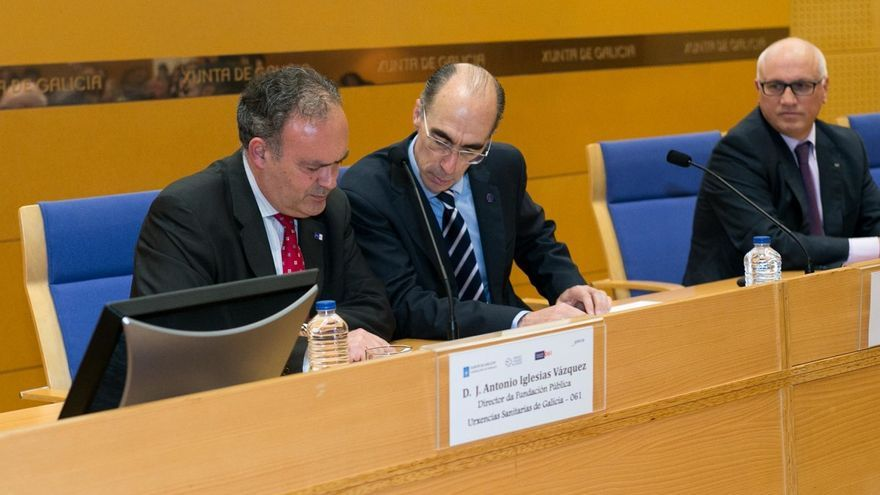 El director del 061 Galicia, José Antonio Iglesias Vázquez, con el conselleiro de Sanidad, Jesús Vázquez Almuiña