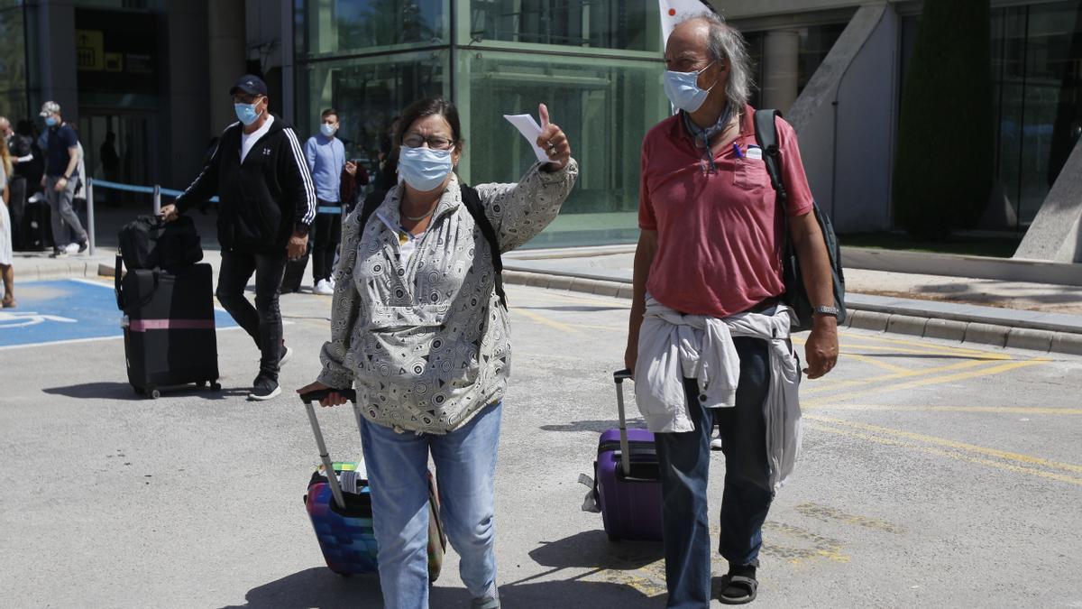 Viajeros procedentes de Alemania llegan al Aeropuerto de Palma de Mallorca