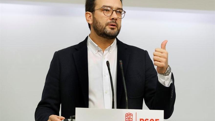 Hernando pide que el PSOE aparque complejos a llegar a acuerdos con el PP