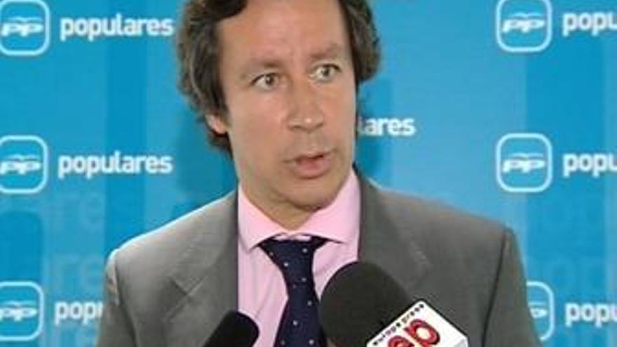 Diputado del PP que se sintió amenazado por Rubalcaba le pregunta si tiene autorización judicial para escucharle
