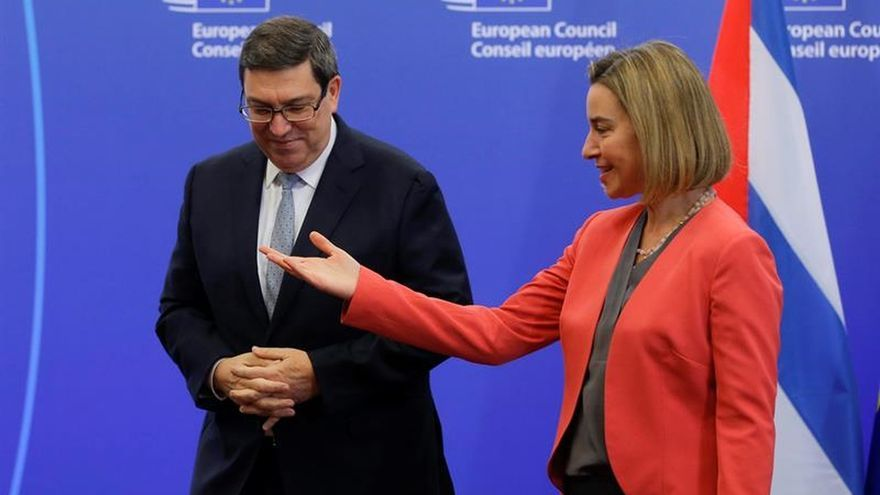 """La UE y Cuba firman un acuerdo bilateral y ponen fin a la """"posición común"""""""