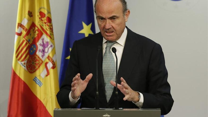 De Guindos anuncia que España está creciendo cerca del 3,5 % en el primer semestre