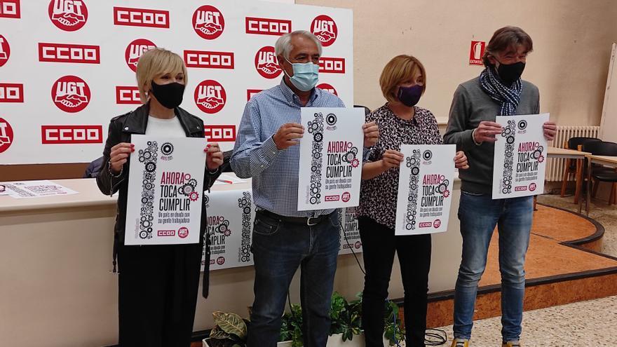 I-D, Marisol Vicente (UGT), Jesús Santos (UGT), Pilar Arriaga (CCOO) y Chechu Rodríguez (CCOO) presentan la manifestación del 1 de mayo en Pamplona.