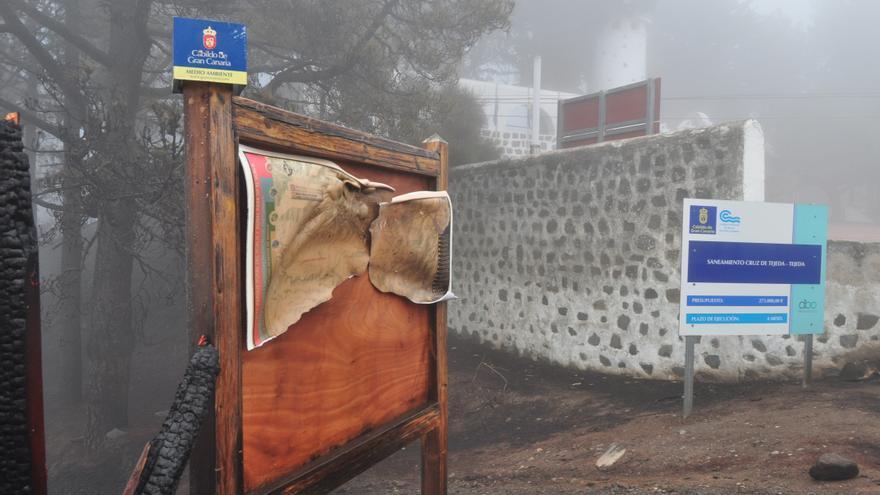 Carteles quemados en la Cruz de Tejeda