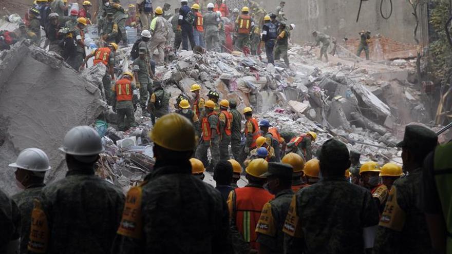 México decreta tres días de luto por las víctimas del terremoto