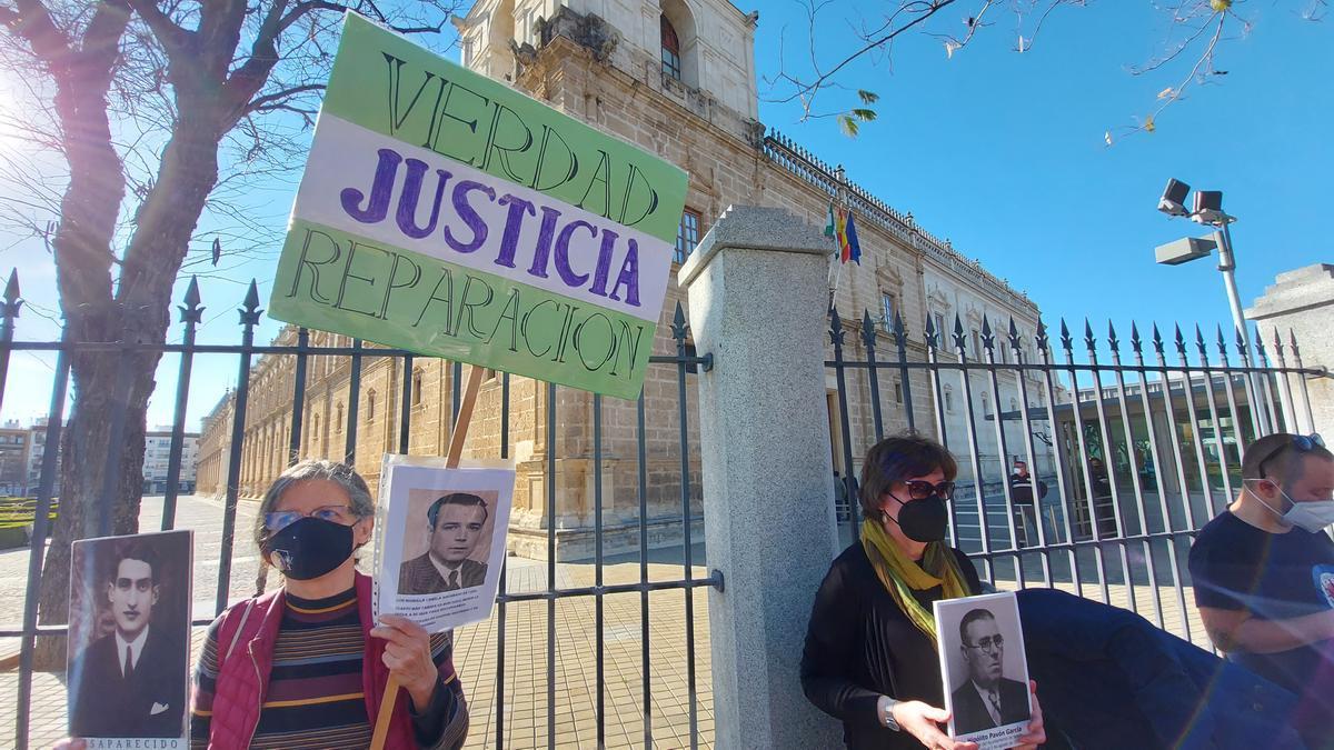 73 entidades ciudadanas exigen la aplicación de la Ley de Memoria Democrática en Andalucía
