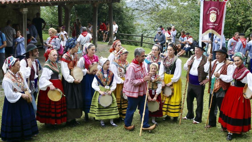 La celebración de San Cipriano congrega en Cartes a autoridades y cientos de vecinos y visitantes