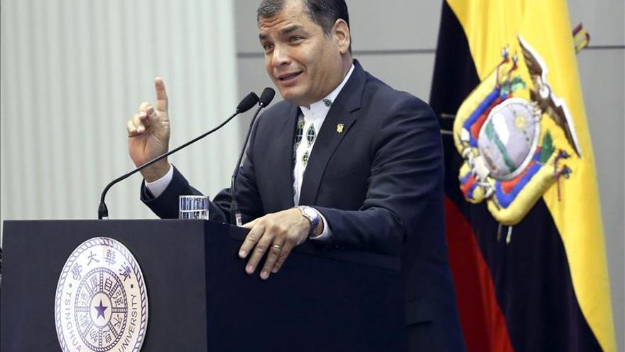 """Correa reitera su apoyo a Fernández ante un """"nuevo intento de desestabilización"""""""