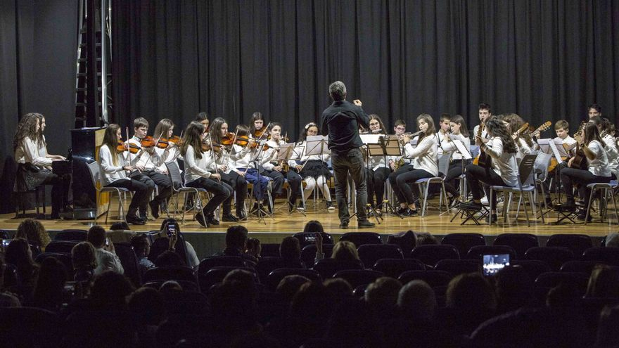 Camargo aprueba ayudas para alumnos de expresión artística y de música.