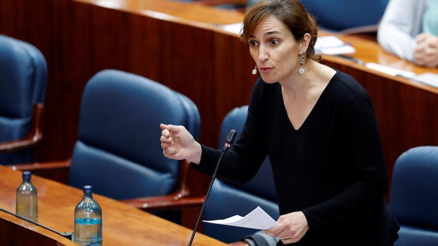 La diputada de Mas Madrid Mónica García interviene en el pleno de la Asamblea.