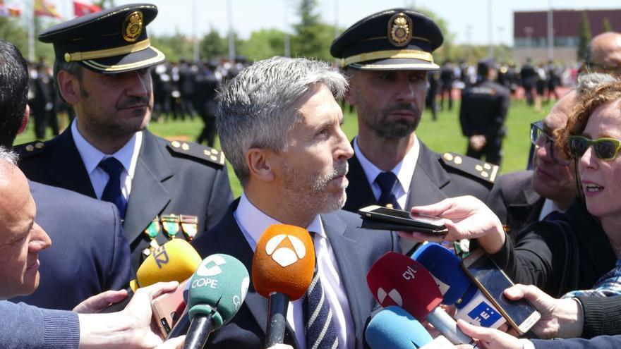 """Grande-Marlaska cree que se puede controlar las fronteras con medios """"menos cruentos"""" que las concertinas"""