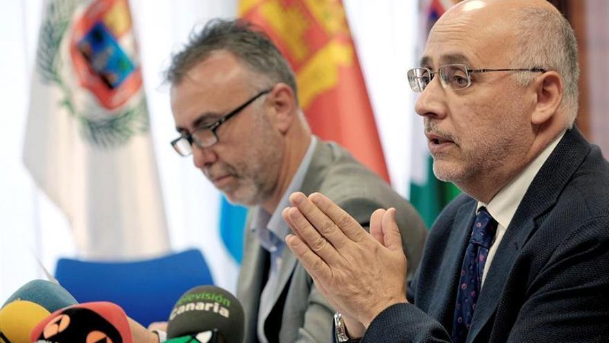 El presidente del Cabildo de Gran Canaria, Antonio Morales, y el vicepresidente, Angel Victor Torres. (EFE/ÁNGEL MEDINA G.)