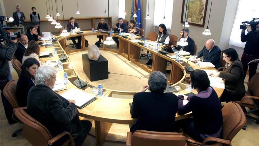 Plante de la oposición en el Parlamento gallego por supervisión de invitados